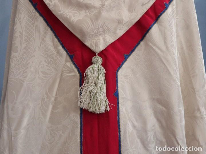 Antigüedades: Capa pluvial de seda en corte moderno acompañada de humeral. Años 60. - Foto 19 - 276410408