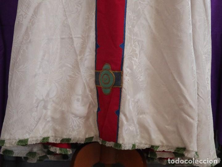Antigüedades: Capa pluvial de seda en corte moderno acompañada de humeral. Años 60. - Foto 20 - 276410408