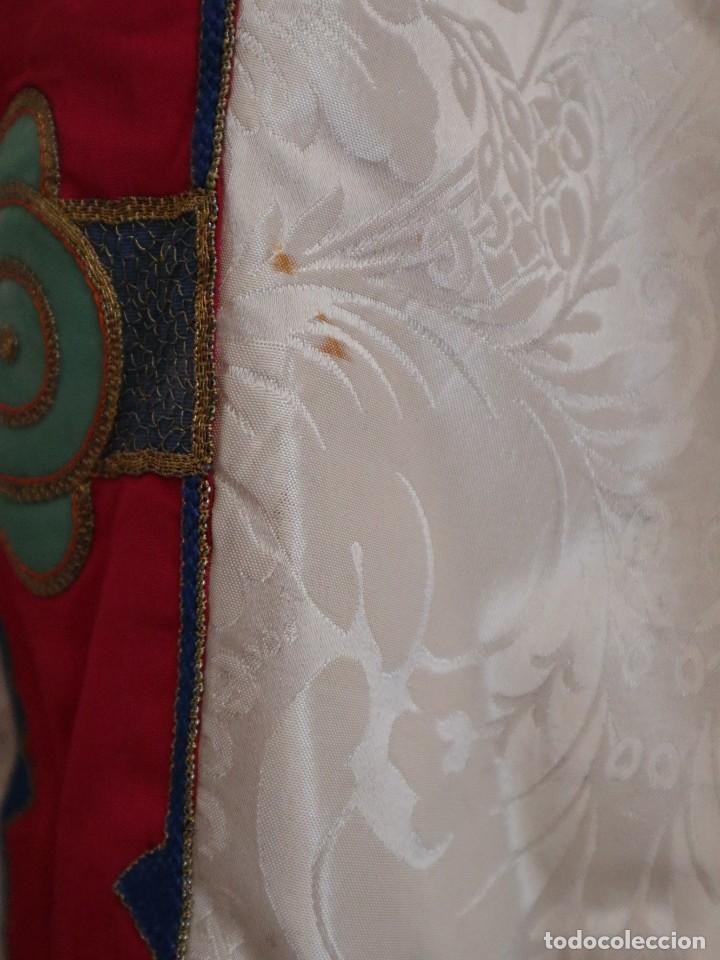 Antigüedades: Capa pluvial de seda en corte moderno acompañada de humeral. Años 60. - Foto 21 - 276410408