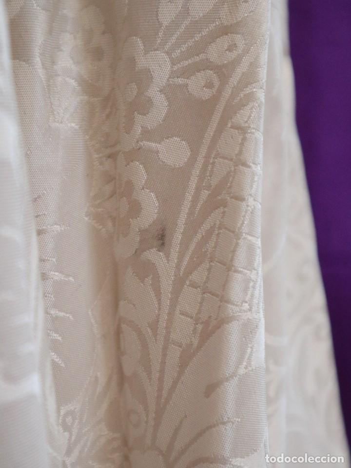 Antigüedades: Capa pluvial de seda en corte moderno acompañada de humeral. Años 60. - Foto 22 - 276410408