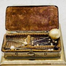 Antigüedades: ANTIGUOS ALFILERES PERLADOS DE BODA. Lote 276425898