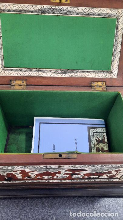 Antigüedades: magnifica caja de siglo xix con taracea marqueteria carey , finisimo trabajo con certificado - Foto 16 - 276439363