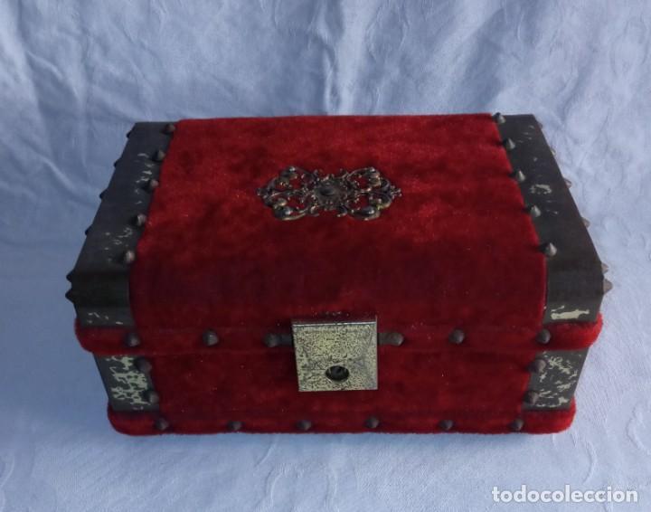 ANTIGUO COFRE BAÚL JOYERO CON CAJA DE MÚSICA (Antigüedades - Hogar y Decoración - Cajas Antiguas)