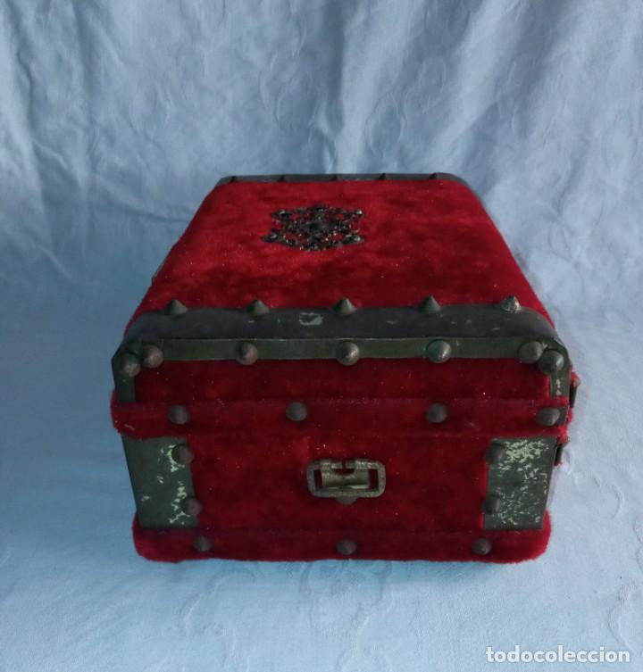 Antigüedades: Antiguo cofre baúl joyero con caja de música - Foto 6 - 276446633