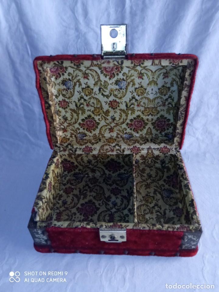 Antigüedades: Antiguo cofre baúl joyero con caja de música - Foto 9 - 276446633