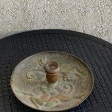 Antigüedades: PORTAVELAS BRONCE TEMATICA ANIMALES LEON PERRO NEOCLASICOS ESTILO ETRUSCO AÑOS 40 FRANCIA 7,5X16CMS. Lote 276467298