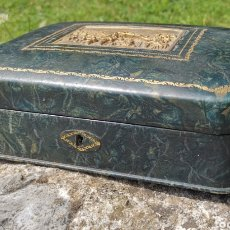 Antigüedades: PRECIOSA Y ANTIGUA CAJA DECORADA PRINCIPIOS SIGLO XX - 24X18 CM - LA ESPAÑOLA - SEVILLA. Lote 276474128
