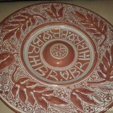 Antiquités: GRAN PLATO DE REFLEJO DORADO DE MANISES DE LA CERAMO. Lote 276487443