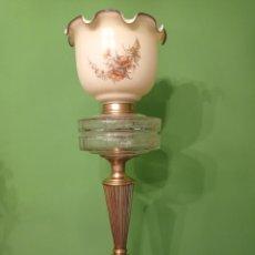 Antigüedades: LAMPARA , ART NOVEAU DE LATÓN CRISTAL Y TULIPA DE OPALINA.. Lote 276520683