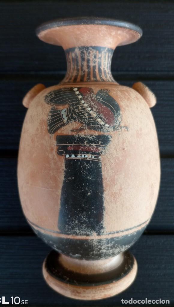 Antigüedades: LÉCITO O LEKYTHOS DE FIGURAS NEGRAS ESTILO ÁTICO (REPRODUCCIÓN) - Foto 2 - 276613223