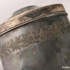 Antigüedades: LICORERA BOLSILLO FRASCO ANTIGUO EN PLATA DE LEY PUNZONADA. Lote 276613248