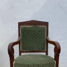 Antigüedades: BUTACA FRANCESA MADERA CAOBA RESTAURACION LUIS FELIPE PALMETAS TAPIZADA TERCIOPELO S XIX 91X57X47CMS. Lote 276633548