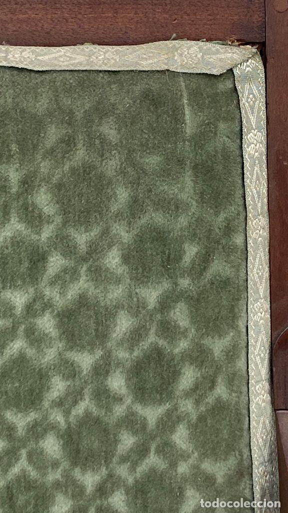 Antigüedades: BUTACA FRANCESA MADERA CAOBA RESTAURACION LUIS FELIPE PALMETAS TAPIZADA TERCIOPELO S XIX 91X57X47CMS - Foto 36 - 276633548