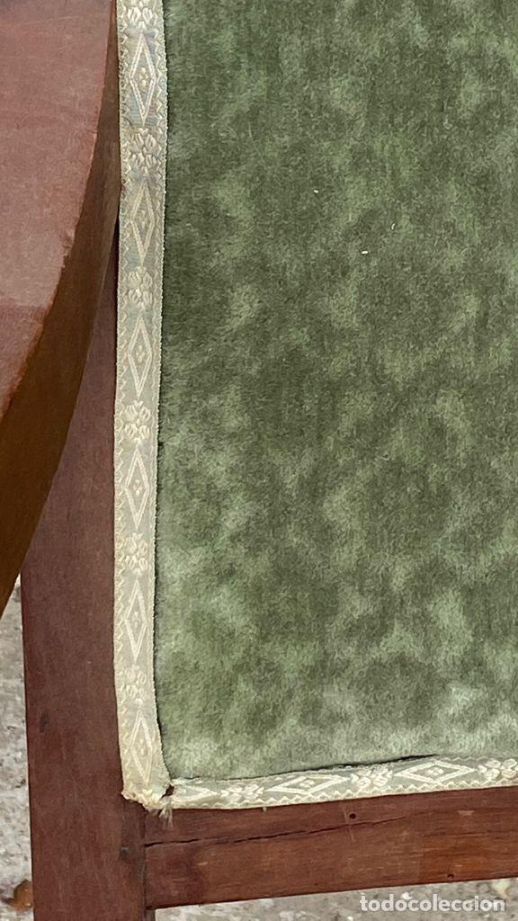 Antigüedades: BUTACA FRANCESA MADERA CAOBA RESTAURACION LUIS FELIPE PALMETAS TAPIZADA TERCIOPELO S XIX 91X57X47CMS - Foto 40 - 276633548