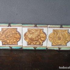Antigüedades: ANTIGUO PANEL DE 3 AZULEJOS VALENCIANOS PINTADOS A MANO EN MARCO DE HIERRO S XVIII DISEÑO ABSTRACTO. Lote 276648688