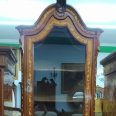 Antigüedades: APARADOR VITRINA EN MARQUETERÍA. Lote 276665108