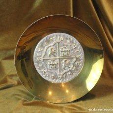 Antigüedades: PLATO DE BRONCE, 26,5 CM DIÁMETRO, ESCUDO DE CASTILLA Y LEÓN. Lote 276703213