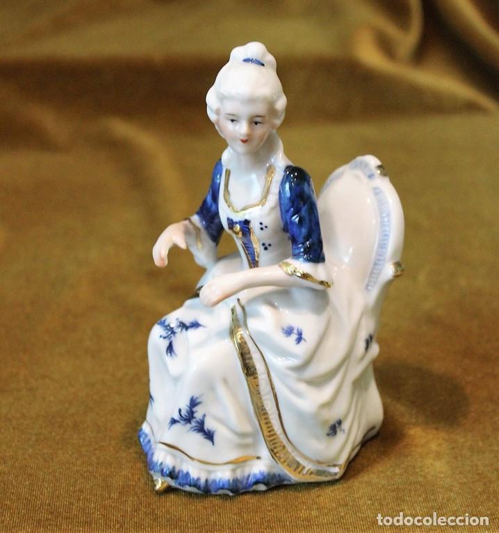 Antigüedades: Dúo clavicornio y violín, porcelana esmaltada, tres piezas - Foto 4 - 276704623