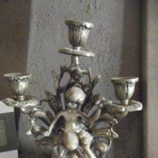 """Antigüedades: CANDELABRO """"PORTAVELAS"""". METAL MEDIDAS 26 X 22 CM. Lote 276723523"""