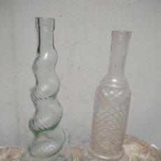 Antigüedades: 2 ANTIGUAS BOTELLAS DE VIDRIO PRENSADO. Lote 276723618