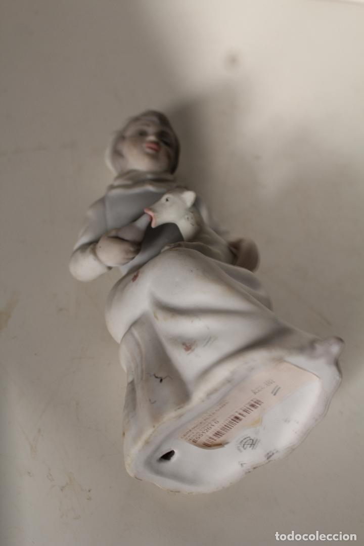 Antigüedades: FIGURA PORCELANA TENGRA NIÑA CON CORDERO - Foto 2 - 276777173
