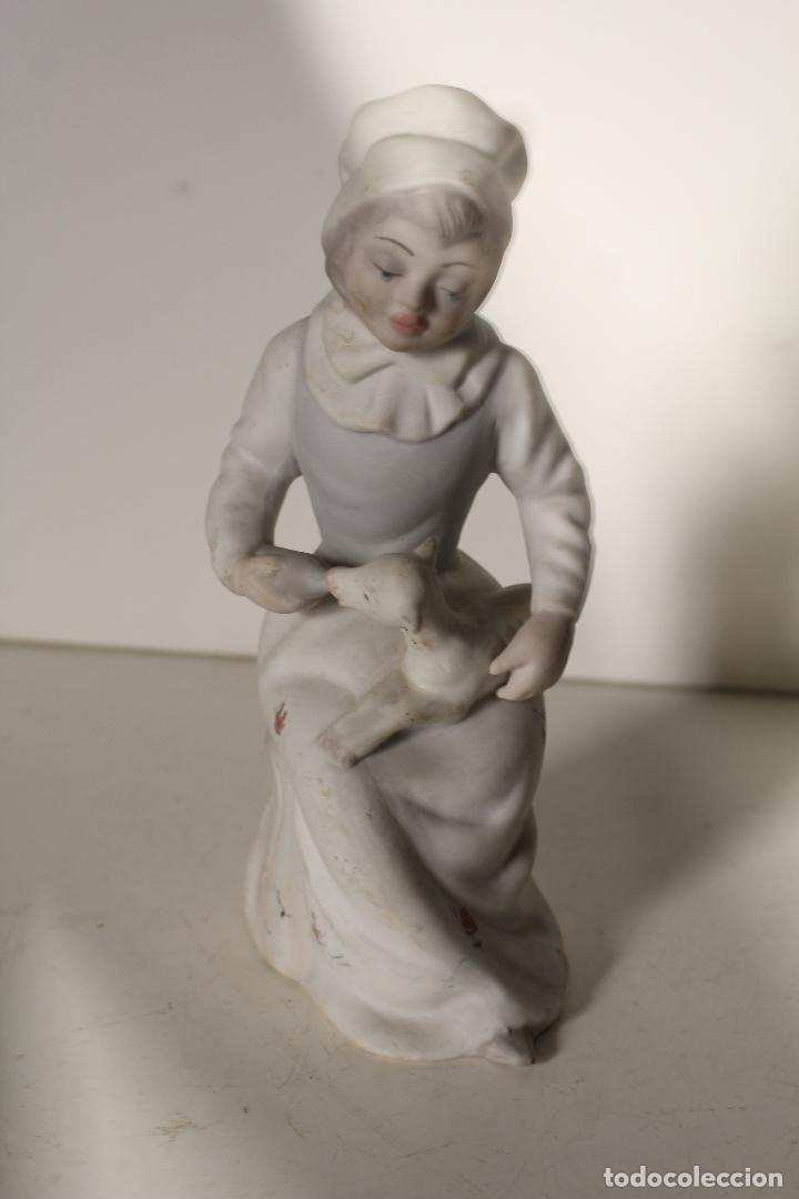 FIGURA PORCELANA TENGRA NIÑA CON CORDERO (Antigüedades - Porcelanas y Cerámicas - Otras)
