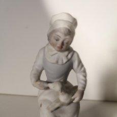Antigüedades: FIGURA PORCELANA TENGRA NIÑA CON CORDERO. Lote 276777173