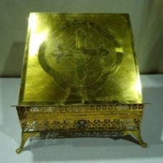 Antigüedades: ATRIL BRONCE DORADO SIGLO XIX. Lote 276781673
