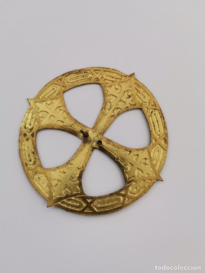 CORONA PARA IMAGEN RELIGIOSA EN METAL DORADO CON GRABADOS. S.XIX. (Antigüedades - Religiosas - Orfebrería Antigua)