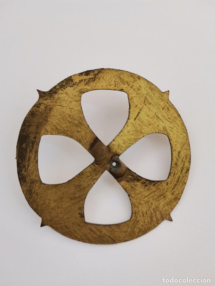 Antigüedades: CORONA PARA IMAGEN RELIGIOSA EN METAL DORADO CON GRABADOS. S.XIX. - Foto 2 - 276798098