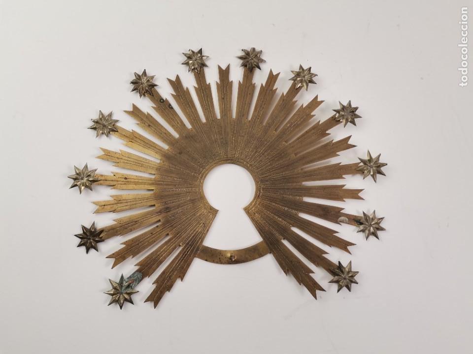 CORONA PARA IMAGEN RELIGIOSA DE METAL DORADO Y PLATEADO. S.XIX. (Antigüedades - Religiosas - Orfebrería Antigua)