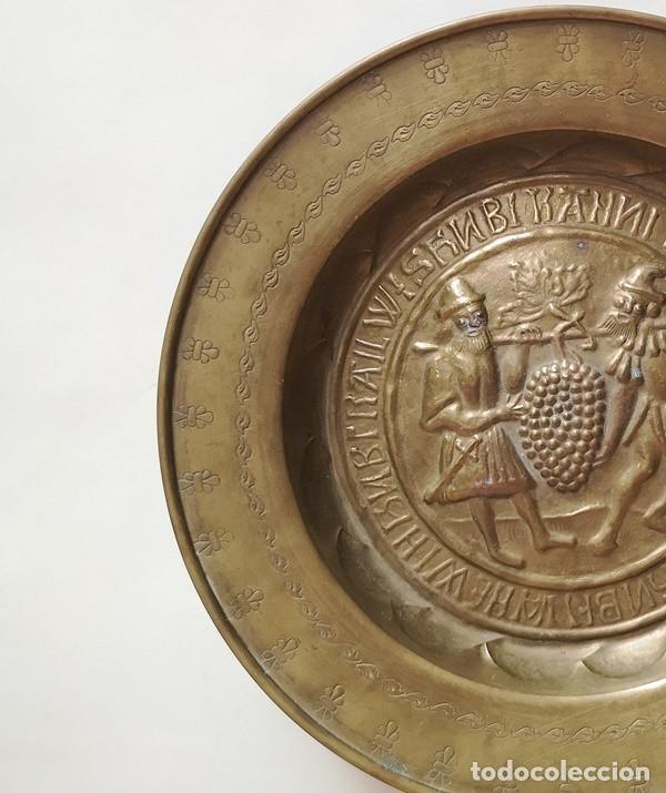 """Antigüedades: Plato Limosnero """"Porteadores de la Vid"""" - Foto 2 - 276814238"""