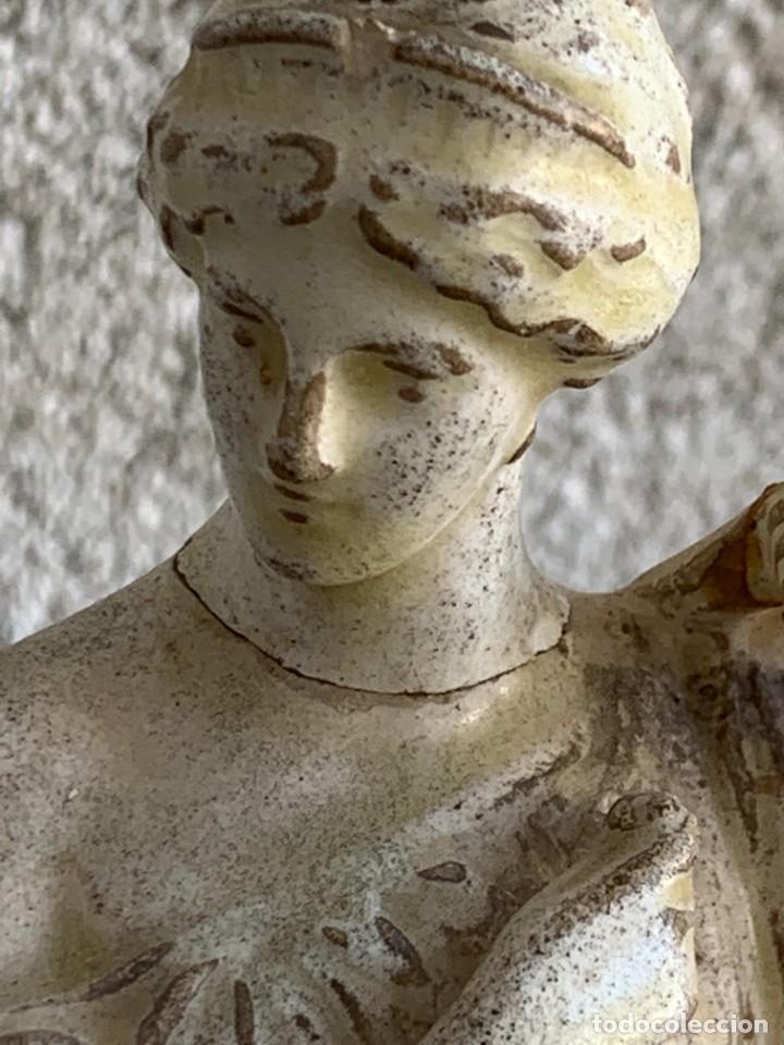 Antigüedades: FIGURA MUJER TUNICA CERAMICA ESTILO TANAGRA CLASICA VENUS THEODORE DECK CERAMISTA 25X7X6CMS - Foto 7 - 276933628
