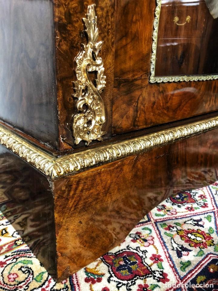 Antigüedades: Vitrina Luis XVI en Raiz y Pluma de Nogal Siglo XVIII - Foto 8 - 276936563