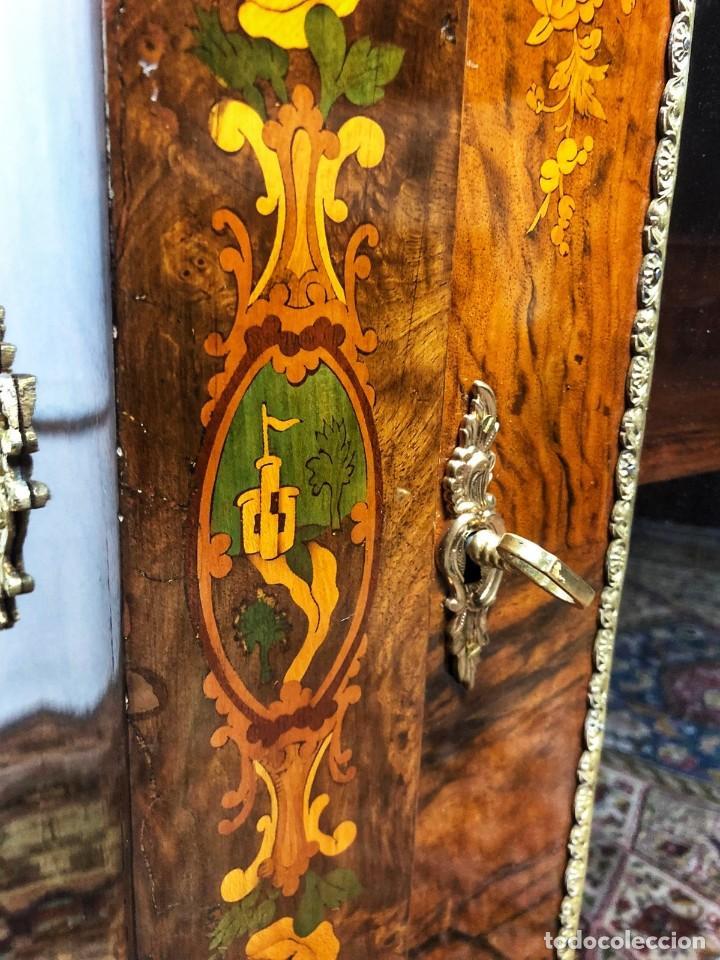 Antigüedades: Vitrina Luis XVI en Raiz y Pluma de Nogal Siglo XVIII - Foto 9 - 276936563