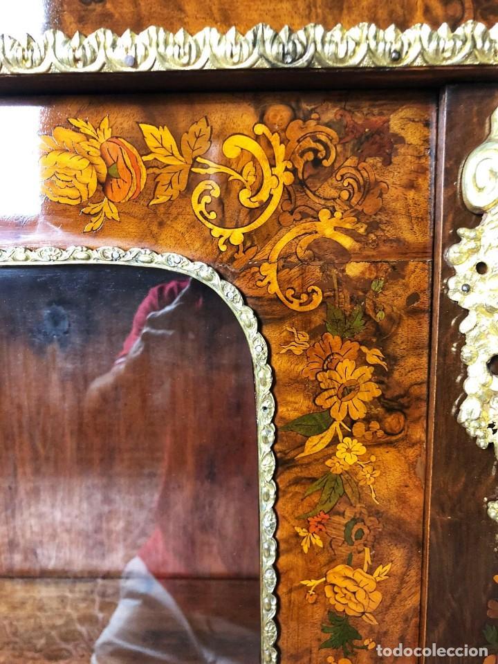 Antigüedades: Vitrina Luis XVI en Raiz y Pluma de Nogal Siglo XVIII - Foto 15 - 276936563