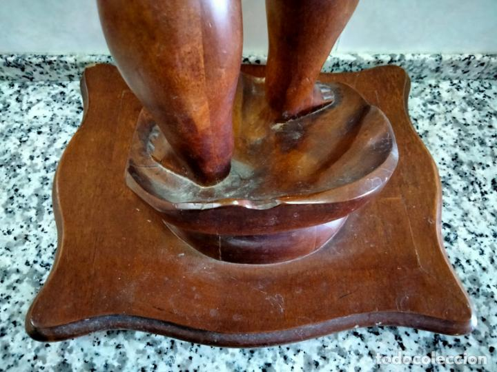 Antigüedades: Gran Peana para Planta de Interior. Figura de Niño Tallado en Caoba y Bandeja con Perfil de Bronce - Foto 9 - 276937178