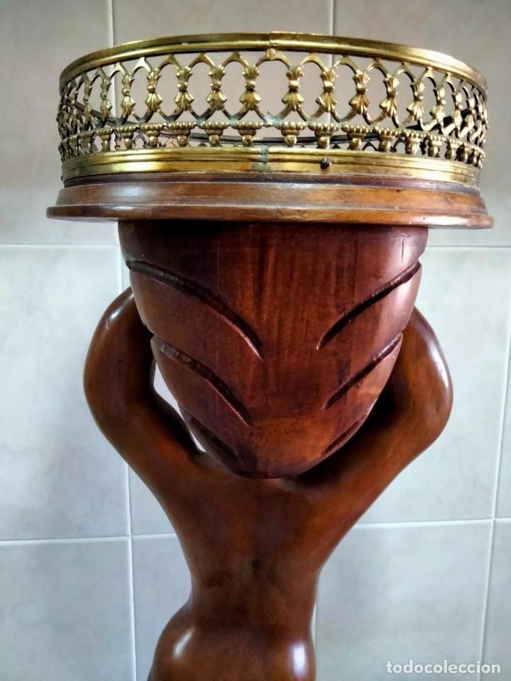 Antigüedades: Gran Peana para Planta de Interior. Figura de Niño Tallado en Caoba y Bandeja con Perfil de Bronce - Foto 11 - 276937178
