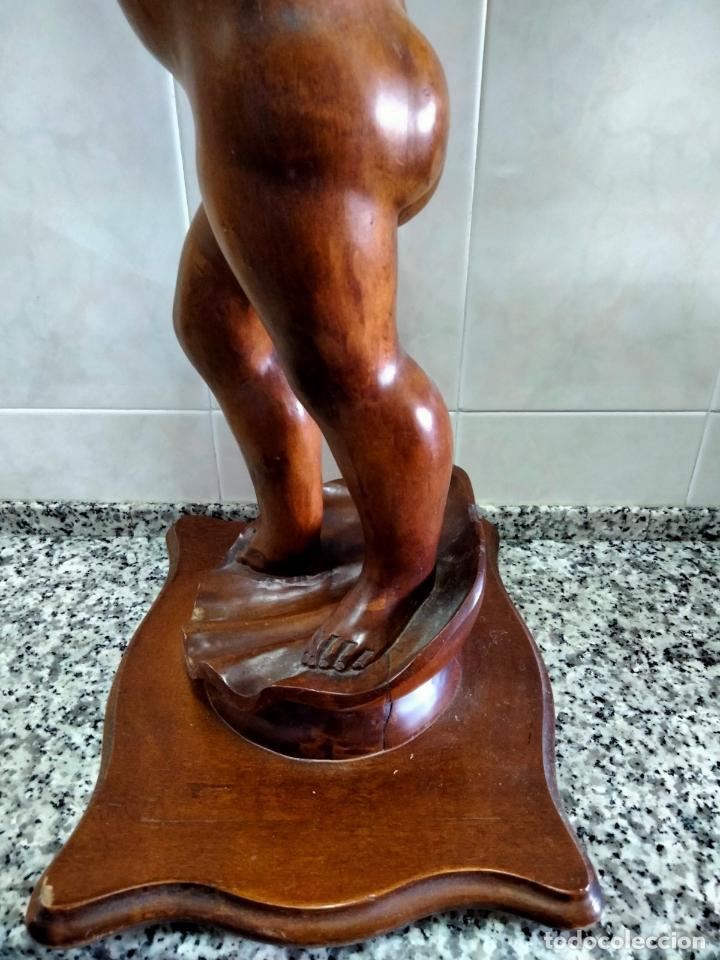 Antigüedades: Gran Peana para Planta de Interior. Figura de Niño Tallado en Caoba y Bandeja con Perfil de Bronce - Foto 13 - 276937178