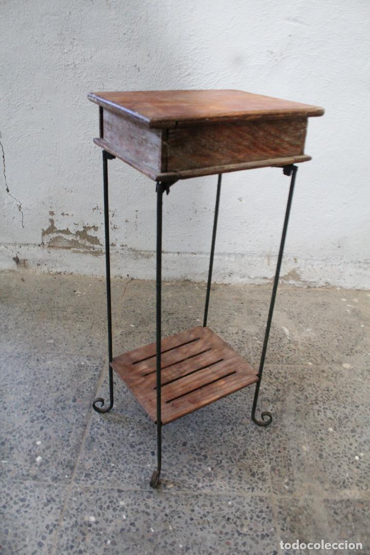 Antigüedades: mesa auxiliar de hierro y madera tropical - Foto 2 - 276984948