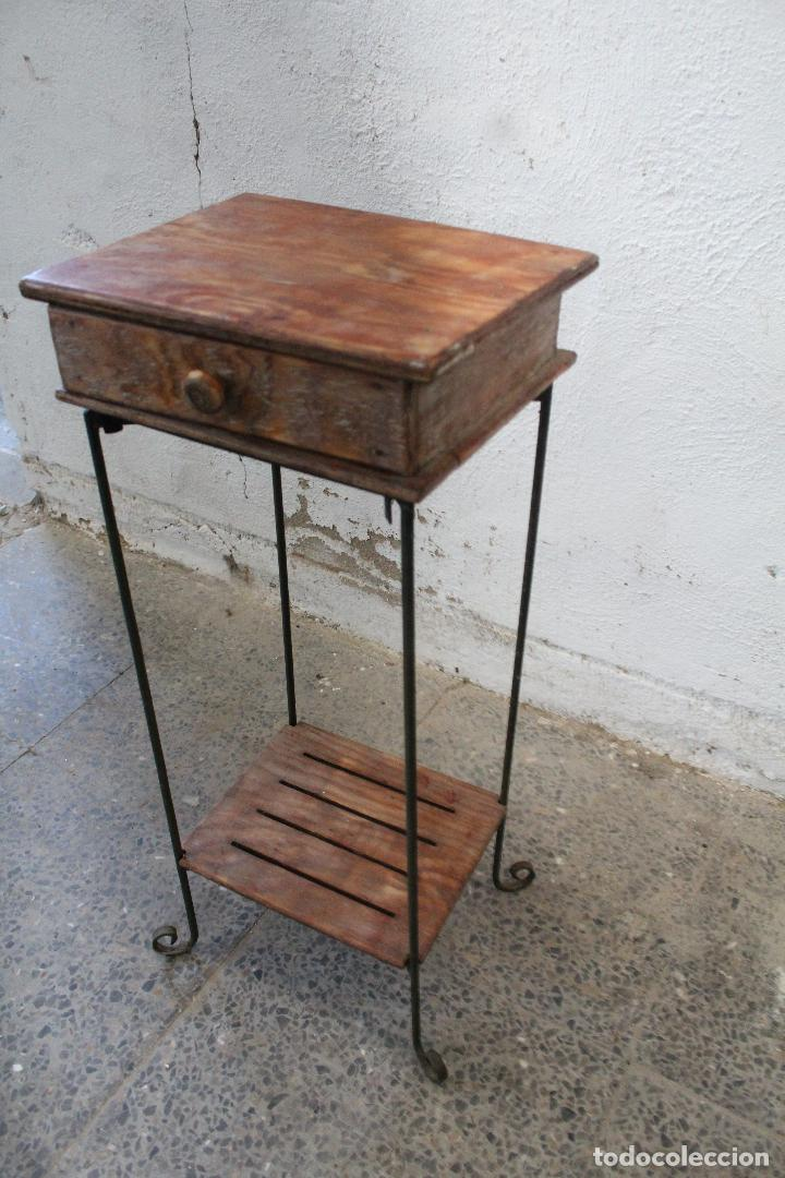 Antigüedades: mesa auxiliar de hierro y madera tropical - Foto 3 - 276984948