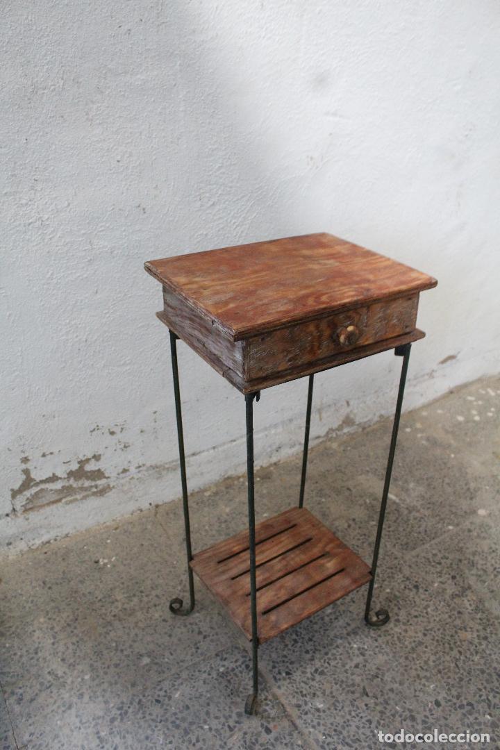 Antigüedades: mesa auxiliar de hierro y madera tropical - Foto 5 - 276984948