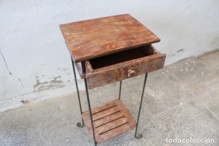 Antigüedades: mesa auxiliar de hierro y madera tropical - Foto 6 - 276984948