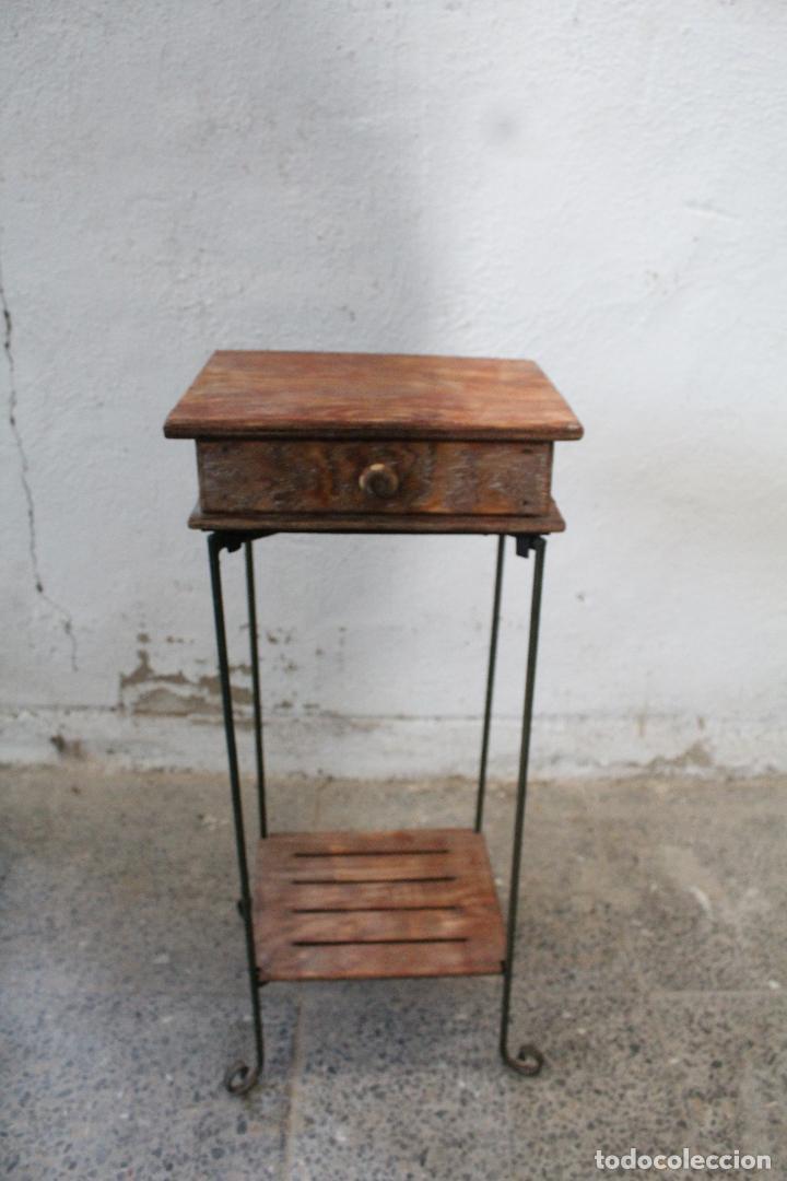 MESA AUXILIAR DE HIERRO Y MADERA TROPICAL (Antigüedades - Muebles Antiguos - Mesas Antiguas)