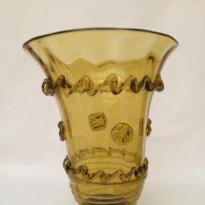 Antigüedades: JARRÓN CRISTAL AMBAR. Lote 276990053