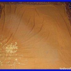 Antigüedades: MANTON DE LANA CON BORDADOS EN UNA ESQUINA. Lote 276990218