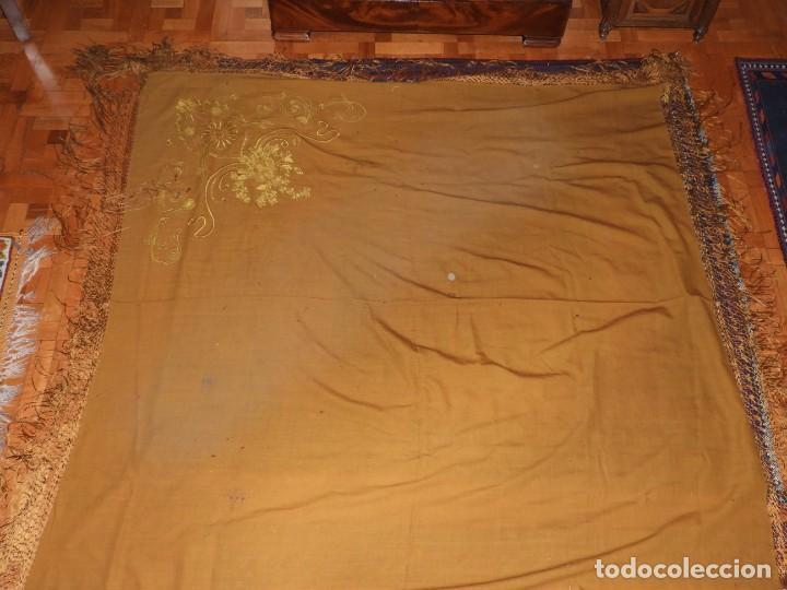 Antigüedades: MANTON DE LANA CON BORDADOS EN UNA ESQUINA - Foto 2 - 276990218