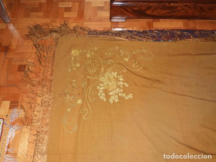 Antigüedades: MANTON DE LANA CON BORDADOS EN UNA ESQUINA - Foto 3 - 276990218