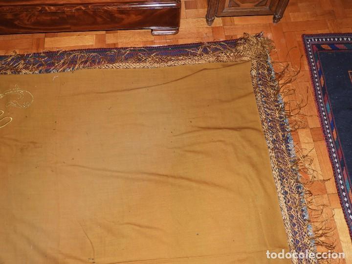 Antigüedades: MANTON DE LANA CON BORDADOS EN UNA ESQUINA - Foto 4 - 276990218