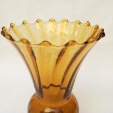 Antigüedades: JARRÓN CRISTAL COLOR AMBAR. Lote 276990373
